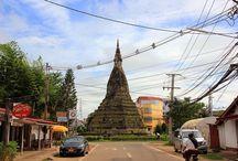 That Dam stupa / Estupa negra That Dam de Vientian That Dam es una estupa situada en el centro de Vientián (Laos). Popularmente se conoce a este monumento de Vientián como la Estupa Negra, debido al color oscuro que ha adquirido la estupa con el paso del tiempo.
