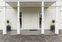 Hus utvendig / En samlig av husfasader, vinduer og annet fint