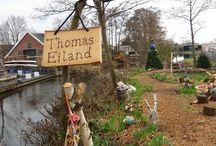 """Thomaseiland / Thomaseiland is een samenwerking met Thomashuis en """"Atelier de Schuur"""" Zegveld Een Thomashuis is een kleinschalige woonvoorziening voor mensen met een verstandelijke beperking. Naast het Thomashuis in Zegveld bevindt zich """"Atelier de Schuur""""."""