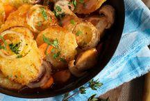 Knödel Rezepte / Hier geht's rund: Knödelrezepte aller Art - von Kartoffelknödel, Semmelknödel, Spinatknödel, Gerichten mit Kloteig oder Knödelteig. Genieße die bayerischen Schmankerl.