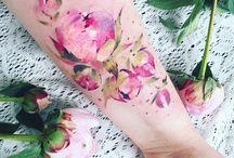 Pfingstrosen-Tattoo