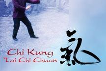 """Taichi / El Tai Chi Chuan, se basa en la teoría del Yin-Yang (símbolo del Taichi, de fuerzas complementarias: lleno, vacío; sombra-luz; masculino-femenino.....)Trabaja sobre la energía interna, el Chi, y es llamado arte marcial interno.   De la mano de Bertrand Hamel, se trabajan  secuencias de las formas """"El cuervo narra una historia"""",  Aprender a mantener en cada momento de la vida un """"pensamiento conductor""""  , es el beneficio de la practica constante de las  artes internas"""