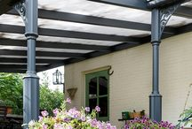 Terrasoverkapping Garda Verano / Een terrasoverkapping of veranda van Verano zorgt voor de ideale buitenruimte! Deze Garda overkapping met polycarbonaat beplating of glas beplating en verlichting wordt volledig op maat gemaakt! #DecoZonwering