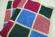 Mantas Al Sol / Una selección de mantas tejidas tanto en punto como en ganchillo. Si quieres encargarnos una manta, contáctanos. La hacemos a tu gusto. www.alsolamano.com www.facebook.com/alsolamano