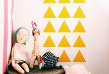 Trójkąty w pokoju dziecka / Pokój dziecka udekorowany trojkącikami