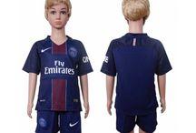 Billige Paris Saint Germain PSG trøje Børn / Billige Paris Saint Germain PSG trøje Børn på online butik. Paris Saint Germain PSG hjemmebanetrøje/udebanetrøje/målmandstrøje/trøje langærmet tilbud  med eget navn.