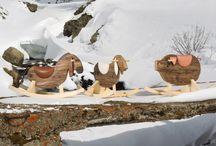 Haute Material - Kids / La pecorella, il maiale, l'asino: le mascotte di casa Haute Material, concepite come giocattolo per i più piccoli ma diventate subito gadget ironico e divertente per gli adulti.  La sagoma è realizzata in abete antico, materiale che da sempre caratterizza Haute Material, mentre la base dondolante è in abete rosso naturale e i particolari sono in pelle.  http://www.hautematerial.com/portfolio/dondoli/