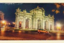 Puerta de Alcalá / Uma das cinco antigas portas de entrada a Madri. belo monumento, vale a pena!!  Visite Madri: guias, viagens e turismo  visitemadri.com