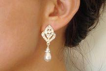 Inspiration Mariage / CARASAGA, c'est aussi des bijoux pour la mariée et ses invités ! Demoiselles d'honneur, maman, belle-maman, témoins... Des bijoux en perles et cristaux SWAROVSKI pour le plus beau jour d'une vie !