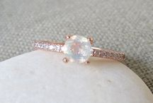 RINGS / beautiful photos of engagement rings