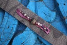 Siervanwaarde / Sieraden van waarde... Omdat jij 't waard bent!  Unieke stoere leren sieraden met handgegoten bronzen kralen en gerecyclede glazen kralen uit Ghana en glazen kraaltjes en sari-zijde uit India.... Puur en authentiek!