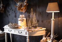 Santa's Tree / Nieuw in ons assortiment deze winter... Santa's Tree  Santa's Tree is een serie van verlichte kerstbomen voor binnen gebruik. Deze kerstbomen geven direct een gezellige sfeer in iedere kamer. draadloos en werkt op AA batterijen.