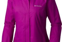 Ladies Apparel / The latest trends in ladies golf fashion.
