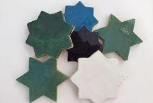 Esmaltados / Baldosas de barro cocido esmaltadas en diferentes colores y diferentes formas para combinarlas