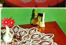 Gehaakte kleedjes en tafellopers/ Crocheted doilies and table runners