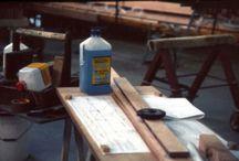 Autocostruzione di un albero di legno / Abbiamo seguito i lavori della costruzione di un albero in legno per una imbarcazione d'epoca. L'albero é lungo 29 metri ed é stato eseguito con il sistema epossidico C-Systems, ossia mediante l'impiego di resina epossidica C-Systems 10 10 CFS e dei suoi additivi. Sistema che ha permesso di ottenere oltre a ottime prestazioni strutturali anche notevole risparmio di tempo rispetto a metodi di incollaggio tradizionali.