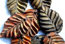 Folhas em cerâmica