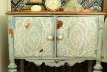 ++ FURNITURE - PAINT FINISHES  ++ / by Jodie McEwan