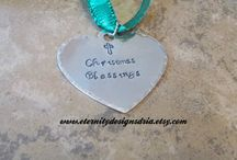 Personalized Christmas Ornaments/Gifts / gift ideas for everyone for Christmas