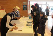 İlk ve Ortaokulumuz 1.Dönem Genel Veli Toplantısı Gerçekleşti / Özel Asfa Halil Necati İlkokulu ve Özel Asfa Halil Necati Ortaokulu 2014-2015 Öğretim Yılı 1.dönem Genel Veli Toplantısı 29.11.2014 Cumartesi günü velilerimizin yoğun katılımları ile gerçekleşti.   Gün boyunca devam eden öğretmen-veli görüşmelerinde, eğitim-öğretim bakımından öğrencilerin daha iyi gelişme göstermeleri için bireysel çözüm yolları üzerinde duruldu.   Aynı gün başlayan ve 1 hafta sürecek olan Kitap Kültür Fuarına da velilerimiz yoğun ilgi gösterdiler.