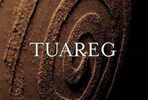 Tuareg / Fascinația deșertului Sahara își găsește loc chiar în casa dumneavoastră. Dacă doriți să obțineți finisaje decorative de valoare care să se îmbine perfect cu mobilierul clasic sau cu cel modern atunci Tuareg este linia corespunzătoare așteptărilor dumneavoastră. Formula sa pe bază de nisipuri selecționate și aplicarea fără dificultate fac din Tuareg cea mai potrivită alegere în materie de finisaje interioare atât pentru locuințele personale cât și pentru instituțiile publice.