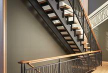 Escaleras / Botella de vino loncotoro
