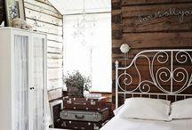 Hirsitalon makuuhuone / Ideoita 1700-luvun hirsitalon makuuhuoneeseen.