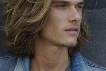 Men with long gorgeous hairrr