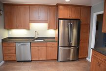 Maple Butterscotch Shaker / Designer: Lois Elliott – Cabinet Discounters (Springfield)  Specie: Maple Color: Butterscotch Overlay: FOLC Doors: Shaker Drawer: 5pc Flat