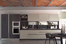 Dada | Modern Kitchen / I luoghi del vivere quotidiano si dilatano e si adattano a ritmi e abitudini più fluide: è proprio qui che inizia la nostra creatività.