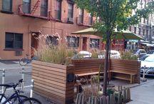 Pflanzenkasten und Sitzbank