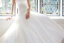 Weddings Dresses / by Jordyn Pompo