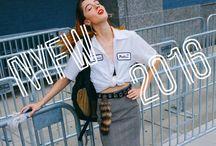 Semana de la Moda Nueva York / Primavera - Verano 2017 / La Semana de la Moda Nueva York es uno de los más influyentes eventos en la moda e industria. Cada otoño casi todos los profesionales comunitarios, periodistas, celebridades, bloggers y miles de amantes de la moda, quieren saber qué va a estar de moda en la próxima temporada en la costa este de Estados Unidos. Esta es una emocionante aventura con grandes colecciones y estilos callejeros.
