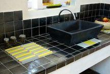 Vasques / Lavabo / Evier à poser / Gamme de vasques artisanales à poser dans votre salle de bain ou cuisine. Toutes les couleurs et tous les styles : carrées, rondes, rectangulaires...