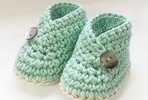 Baby häkeln / Du möchtest für dein Baby häkeln? Oder einer Freundin ein schönes Geschenk zur Geburt machen? Hier findest du kostenlos Anleitungen für Decke, Tuch, Kleidung, Spielzeug, Schmusetuch für Junge und Mädchen.