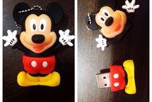 Mickey Mouse - pen drive / Festa do #mickeymouse ??? Entrega personalizada para as crianças...   Rhyan espero que você se divirta com as fotos tanto quanto se divertiu nessa linda festa.  A família só temos a agradecer pelo carinho e confiança, que Deus continue guiando os passos de vocês.  #entregapersonalizada #xandeemelrigonfotografia #amorpelafotografia #kids #instakids #luadecristalkids