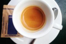 Seduta in quei caffè / Uno scatto per ogni caffè, un momento per ogni scatto, un ricordo per ogni momentaneo scatto di caffè!