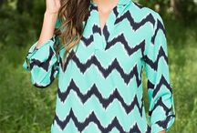 Back to School Outfits / Arorable boutique style back to school outfits for 2015! Find shorts, jeans, tee, and more! These outfits are perfect for back to school outfits for college.