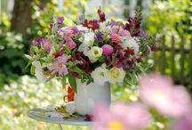 Virágok / Egy #virágcsokor #kötése egyszerű, de kreatív elfoglaltság, és szinte csodát tesz velünk....