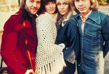 Whatshall: Poncho, Pontso / Lähinnä 70-luvun pontso, intiaanien kaunis kuosi, villainen, huopaa, pitsiä, virkattu. ABBA. Melkein kuin shaali, mutta yhteen ommeltu, sisältää pääreiän ;) Pinkki tai punk