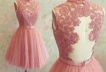 Kısa etekli elbiseler