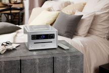 sonoroCD / Die sonoro Nature Sounds und ein Sleep-Timer unterstützen das Einschlafen. Nachts zeigt das kontrastreiche Display gut lesbar die Uhrzeit und passt sich automatisch der Helligkeit im Raum an. Die Weckfunktion läutet den Tag ein und sorgt mit der Lieblingsmusik aus dem Radio, per Bluetooth vom Smartphone oder vom USB-Stick für gute Laune.