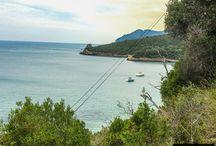 Plaże Praia de Galapinhos i Praia de Galapos / Plaże Praia de Galapinhos i Praia de Galapos to lazurowy raj położony w Parku Naturalnym Arrabida. Dotrzemy tam w mniej, niż 1h od Lizbony.   Więcej o plażach tutaj: http://infolizbona.pl/praia-de-galapinhos-praia-de-galapos-plaze-lizbona-dojazd-opis/