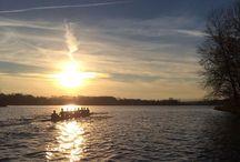 Ramer tôt le matin - Rowing at dawn / La French Rowing Class pour une pratique de l'Aviron qui privilégie le beau geste, encadré par des coachs du haut niveau. Rowing early in the morning