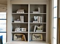 Built in bookshelves / by Melissa (Ohhowsweet.com)