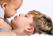 """° Baby – Geschwister ° / Geschwister sind so unterschiedlich wie die Eltern selbst. Wie bereitet man die """"Großen"""" auf diese Veränderung vor? Wir geben euch Tipps und unterstützen euch mit spannenden Themen und Informationen."""