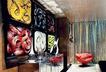 Back to 70's with Elton John / Если вы когда-нибудь задумывались о том, как может выглядеть дом Элтона Джона…как вы его себе представляли?  Как что-то монотонное и минималистическое..или что-то сумасшедшее и оригинальное?  Сегодня мы сможем вернуться в 70-е с помощью интерьера его апартаментов в Лос Анджелесе, созданного известным селебрити-дизайнером Мартином Лоуренси Буллард.