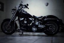 Quando a modelo é boa tudo fica fácil. / Motorcycle
