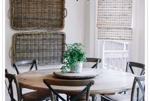 round kitchen table n chairs