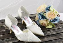 Аксессуары Свадебные / Как красивая невеста, вы должны иметь прекрасные аксессуары! Выберите в TopWedding.com  / by TopWedding
